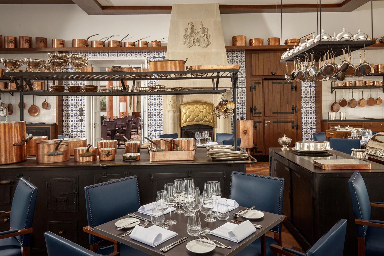 Sternekoch Marc Haeberlin kreiert im RitzCoffier französische Gerichte auf höchstem Niveau. Ein Muss für Gourmets und Liebhaber der Haute Cuisine.
