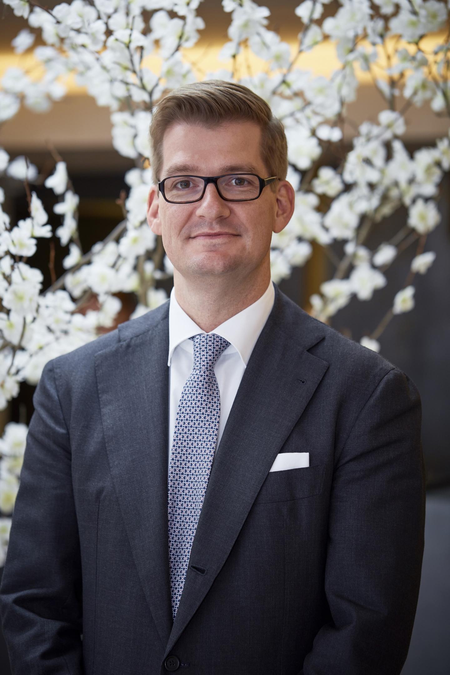 Generalmanager Maximilian von Reden im Porträt im Luxushotel Bern